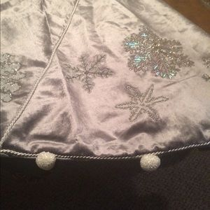 New Mackenzie Childs snowflake tree skirt 54 inch